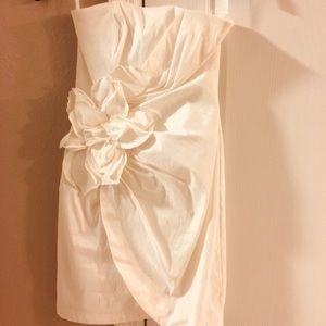 Cache off-white strapless dress